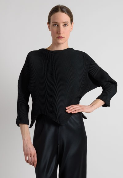 Issey Miyake Short River Pleated Top in Black