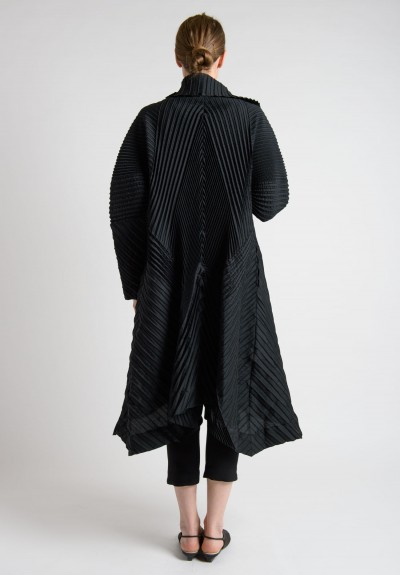 Issey Miyake Oversized Wide Shoulder Pleated Jacket in Black