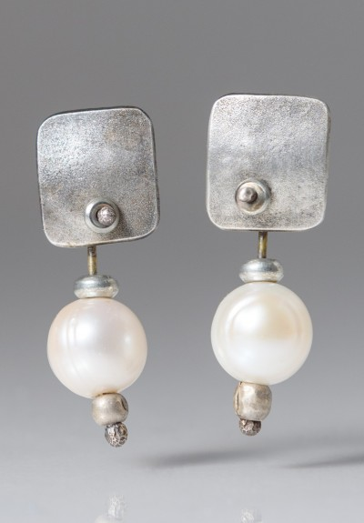 Holly Masterson Medium Pearl Earrings