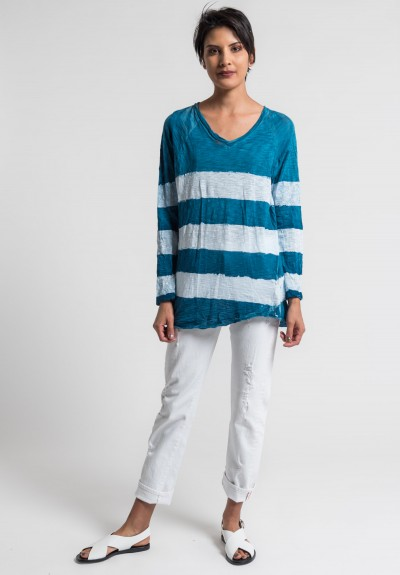 Gilda Midani Pattern Dyed V-Neck Long Sleeve Tee in Sea/White