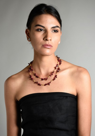 garnett black singles Oval genuine color change garnet (black box)  its two distinct looks in a single stone allow color-change garnet to transition easily from a casual daytime to an elegant evening.