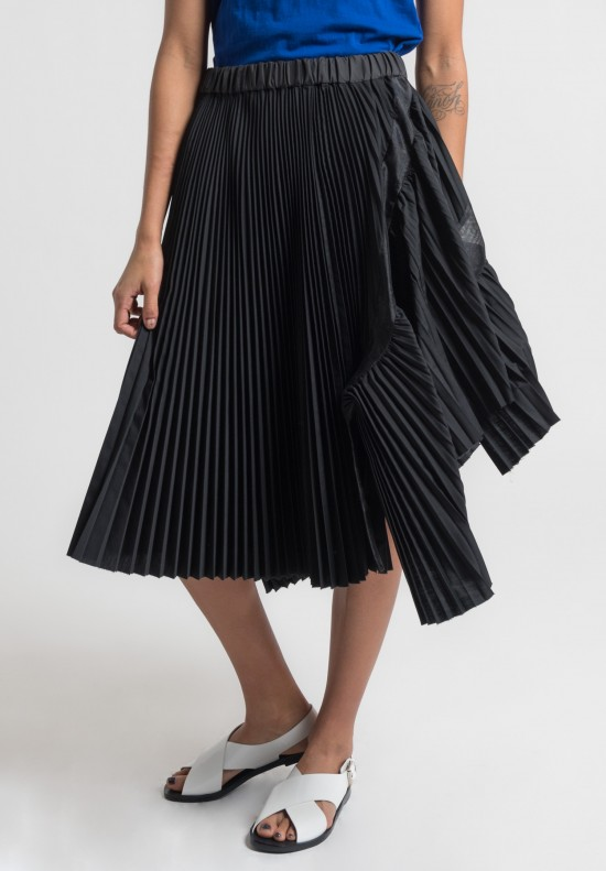 Sacai Pleated Classic Shirting Skirt in Black