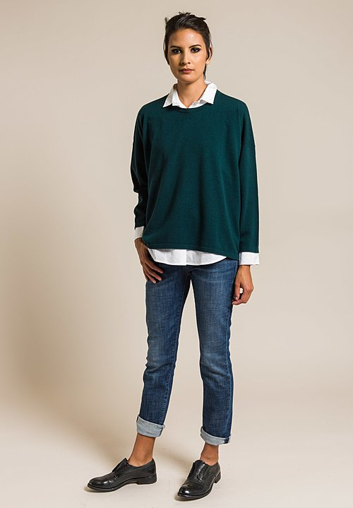 Hania Cashmere Sasha Short Crewneck in Holly