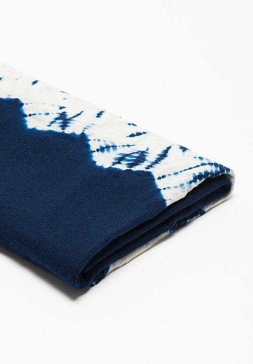 Suzusan Gangi Mokume Tatsumaki Shibori Throw in Dark Blue/ White