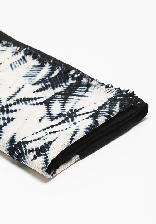 Suzusan Gangi Mokume Tatsumaki Shibori Throw in Black/ White