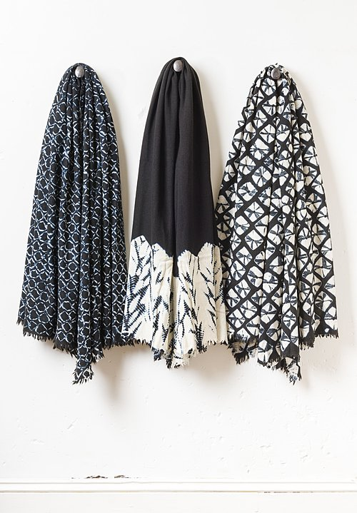 Suzusan Temawashigumo Shibori Throw in Black/ White