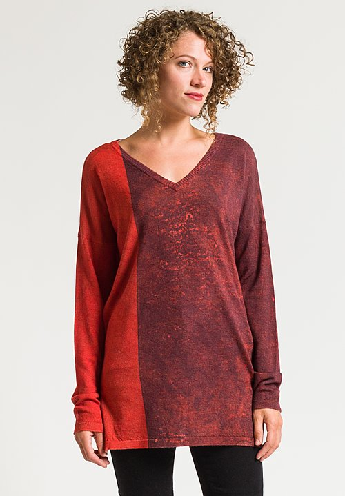 Printed Artworks Printed V-Neck Sweater in Red Static