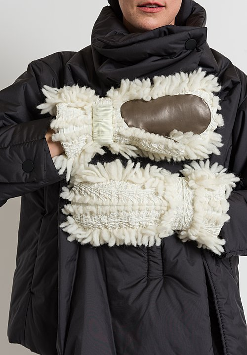 Issey Miyake Eagle Gloves in White