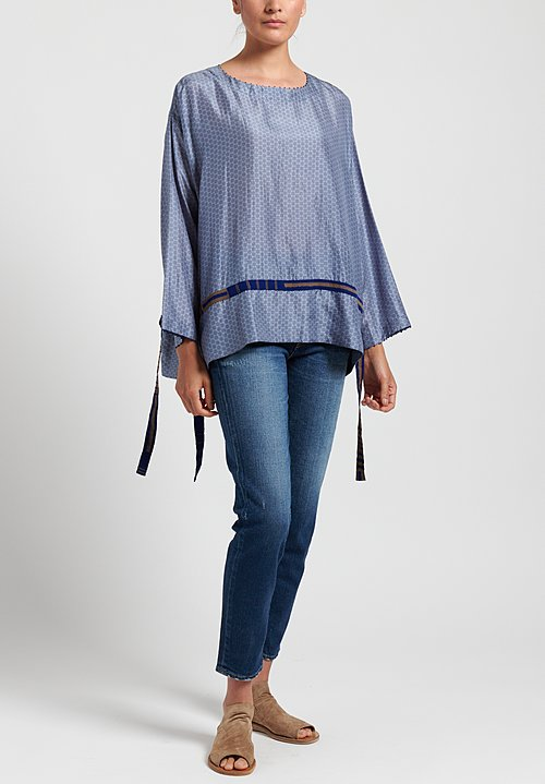 Péro Printed Ribbon Accent Top in Blue