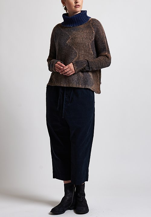 f Cashmere Textured Turtleneck Sweater in Natural/ Brown