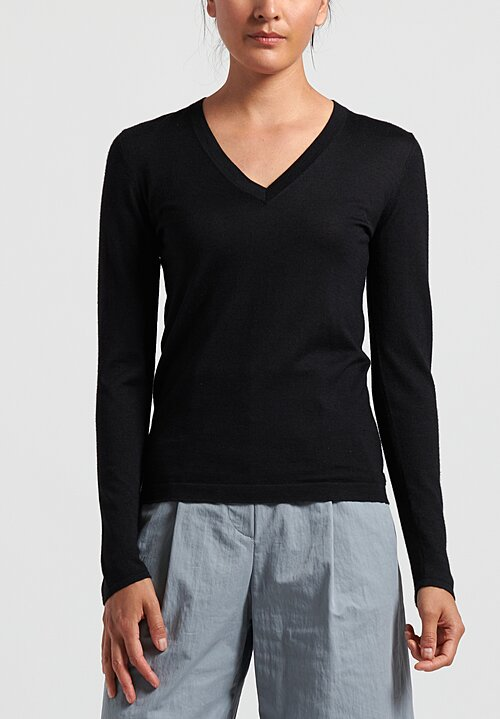 Brunello Cucinelli Lightweight V-Neck Sweater in Black