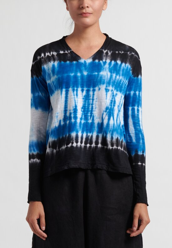 Gilda Midani Pattern Dyed Long Sleeve V-Neck Trapeze Tee in Blue