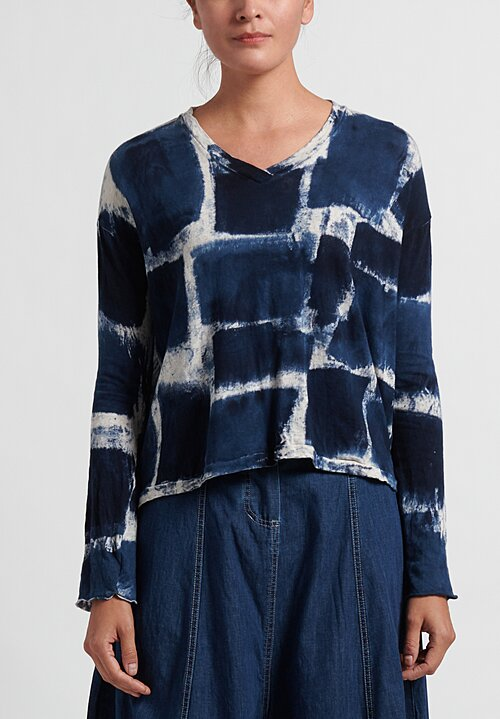 Gilda Midani Pattern Dyed Long Sleeve V-Neck Trapeze Tee in Blue Gall