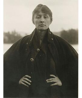 Photograph-by-Alfred-Stieglitz-_-Georgia-O'Keeffe-1918-